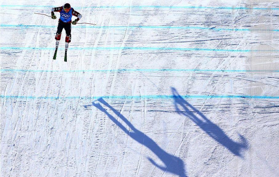 캐나다 프리스타일 스키 선수의 금빛 점프