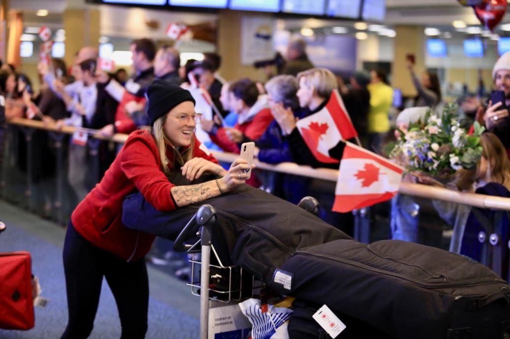 환영받는 캐나다 올림픽대표 귀국 선수단