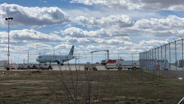에어캐나다 기내서 연기··· '비상착륙'