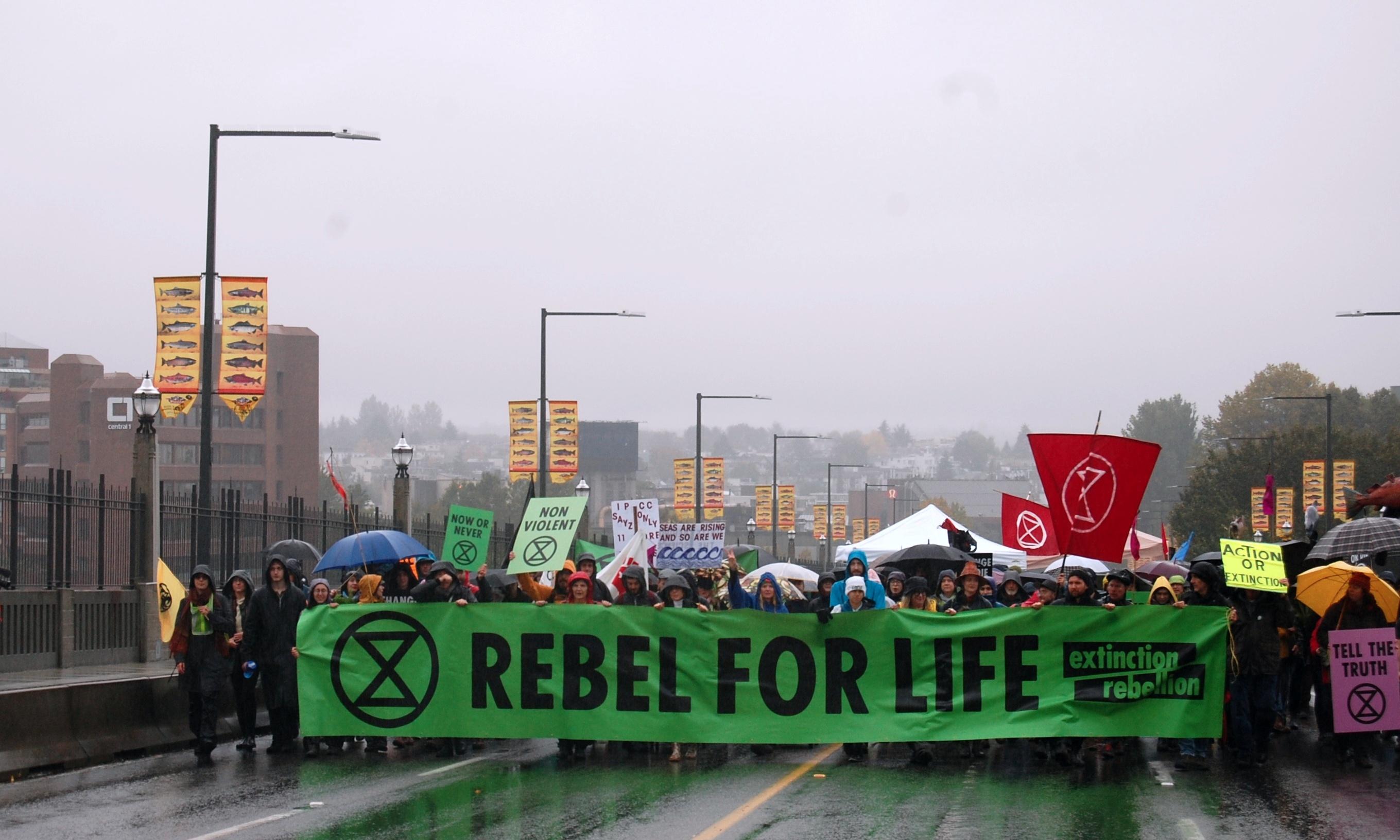 '기후변화 정부 대책 요구'… 버라드 브리지 점거 시위